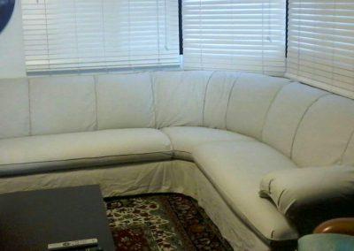 Sofá de canto modelo Lafer. Capa totalmente modela com ricos e detalhes no acabamento