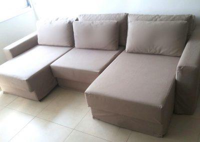 Sofá retrátil, com capas individuais em cada assento mantendo total funcionalidade do sofá, e as almofadas dos encostos separadas e com zíper