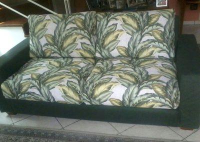 Capa em tecido impermeável com várias cores e estampas