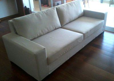 Capa para sofá  linha reta, com almofadas soltas, praticidade na retirada e na colocação ao serem lavadas